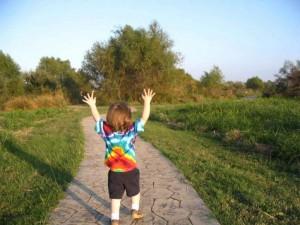 happy-child-finds-joy_w725_h544